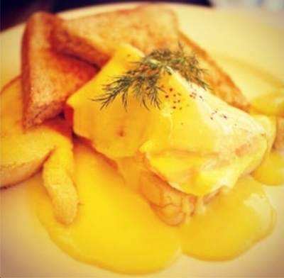 Eggs Benedict served with Salmon