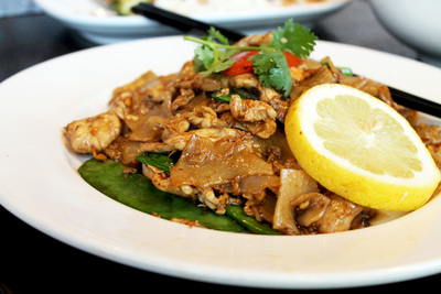 Pad Se Ew, noodles, chicken, soy