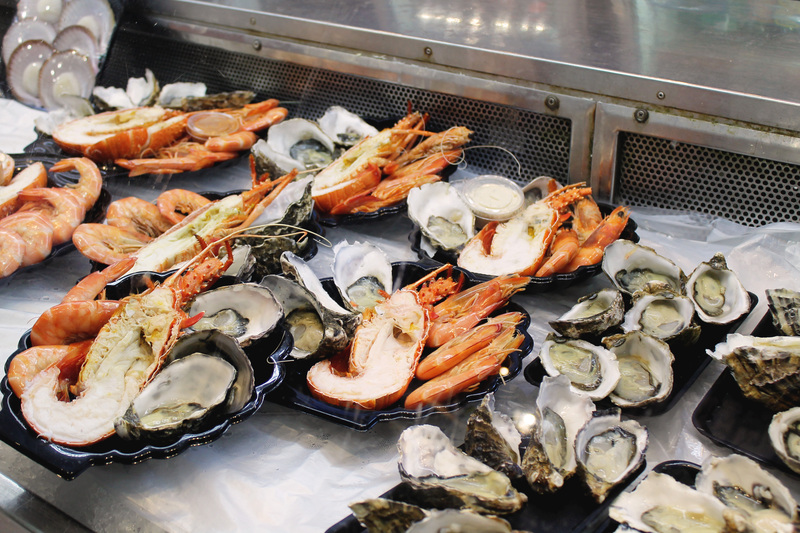 Caption: Fresh, cold seafood platters with lobsters, oysters and ...